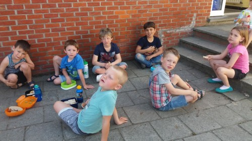 Picknicken op de speelplaats 20180420_120118-medium.jpg
