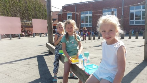 Picknicken op de speelplaats 20180420_120201-medium.jpg