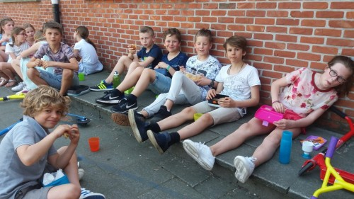 Picknicken op de speelplaats 20180420_120252-medium.jpg