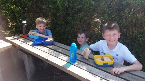 Picknicken op de speelplaats 20180420_120356-medium.jpg
