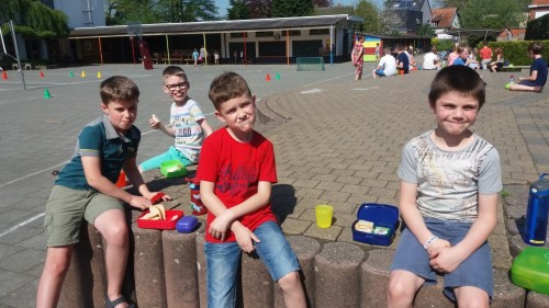 Picknicken op de speelplaats 20180420_120401-medium.jpg