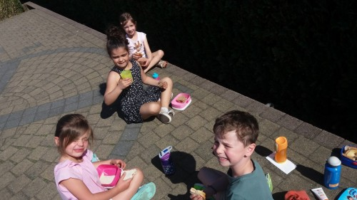 Picknicken op de speelplaats 20180420_120416-medium.jpg