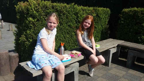 Picknicken op de speelplaats 20180420_120445-medium.jpg