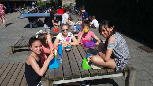 Picknicken op de speelplaats 20180420_120500-medium.jpg