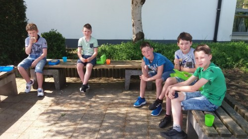 Picknicken op de speelplaats 20180420_120729-medium.jpg