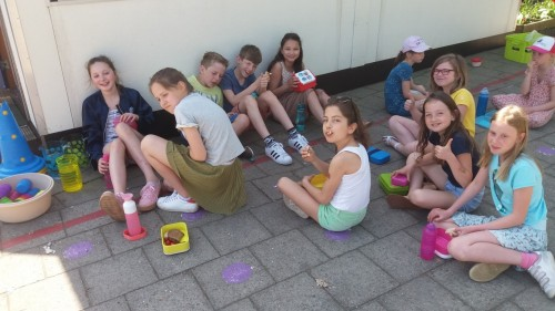 Picknicken op de speelplaats 20180420_120737-medium.jpg