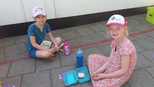 Picknicken op de speelplaats 20180420_120742-medium.jpg